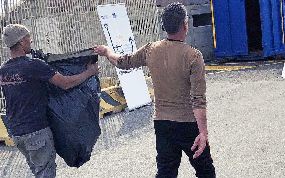"""Mari del Lazio, quanto a un mese """"pescata"""" una tonnellata durante plastica"""
