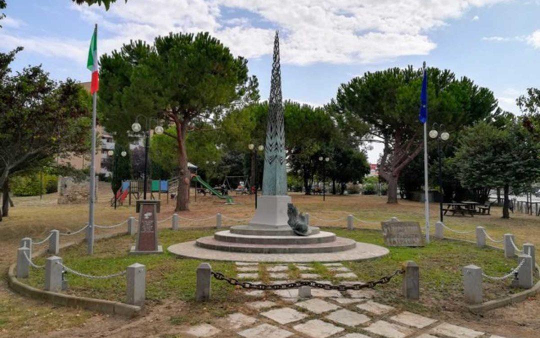 Il statua restaurato e la mondo che Rovereto…